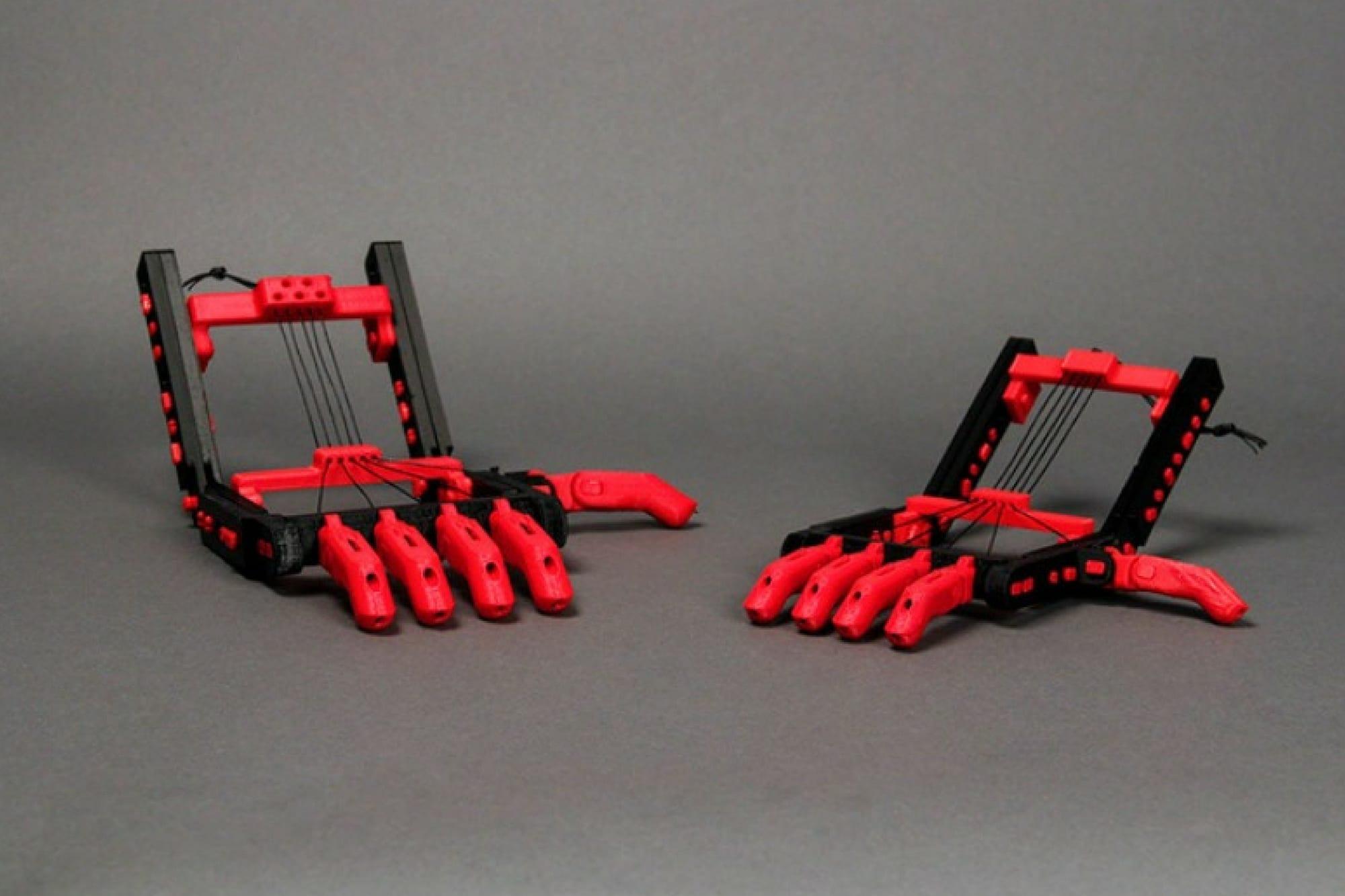 Robohand rouges en impression 3D