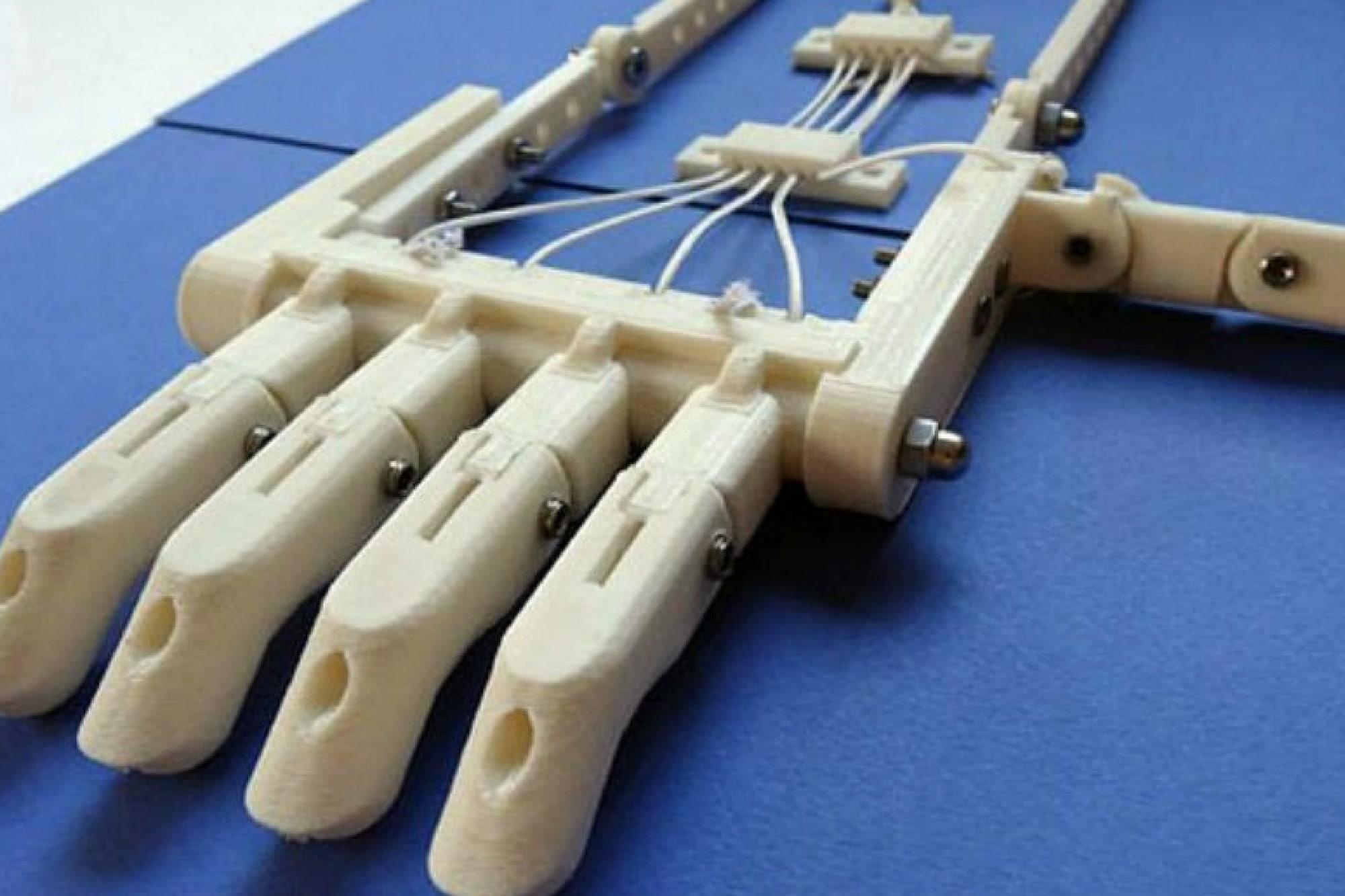Main robohand blanche imprimée en 3D